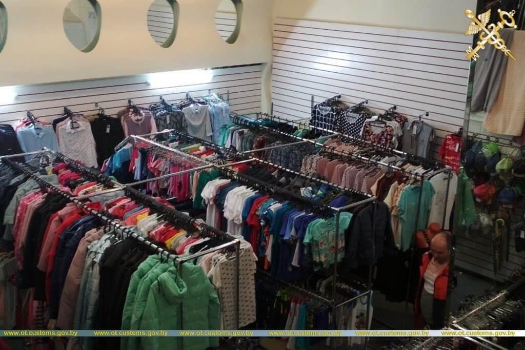 Таможенники проверили магазины и ИП, которые торгуют одеждой. Чем закончились рейды.