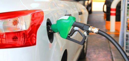 В Беларуси снижаются цены на автомобильное топливо.