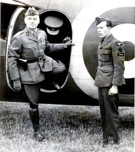 Глава польского правительства в изгнании — генерал Владислав Сикорский.