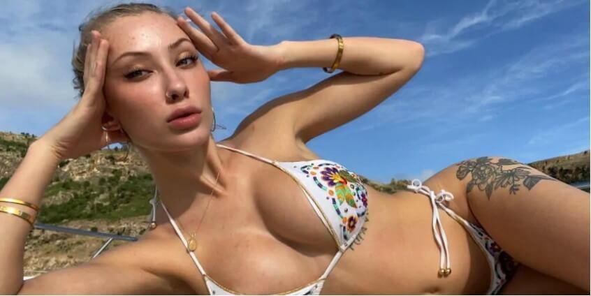"""Девушка-блогер собрала 500 тысяч долларов за свои """"голые фото"""" для помощи Австралии."""