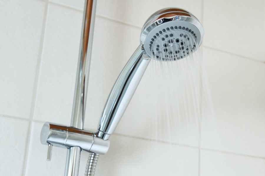 Белорусы просят сократить сроки отключений горячей воды из-за пандемии COVID-19