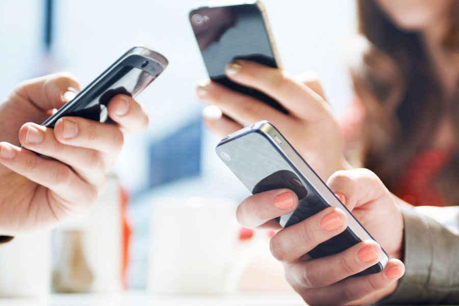 Мобильные операторы помогают медработникам, которые сейчас заняты на борьбе с COVID-19