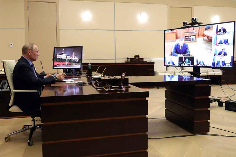 Президент России Путин перешел на работу на удаленке