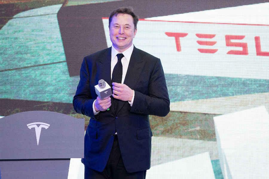 Создатель Tesla Илон Маск назвал сына X Æ A-12 и объяснил почему
