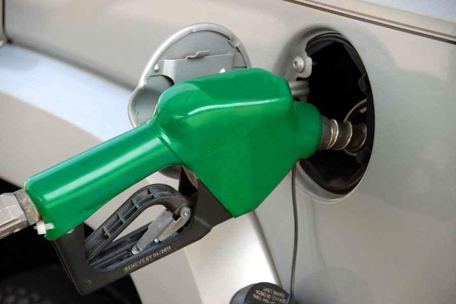 С 10 мая снова дешевеет автомобильное топливо