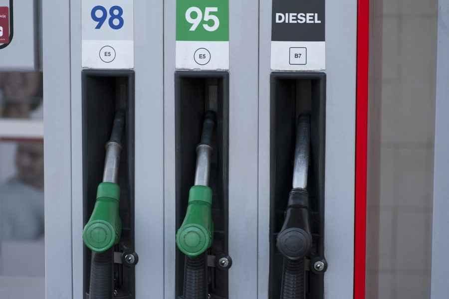 С 3 мая опять дешевеет автомобильное топливо в Беларуси