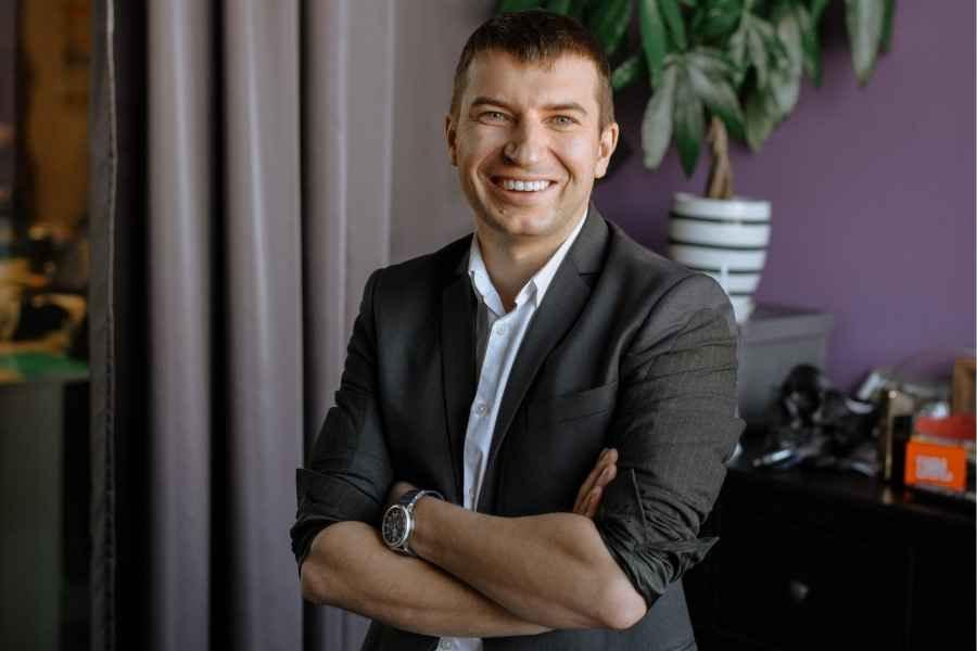 """""""Многие считают, что время самый ценный ресурс. Но теперь я знаю, что в бизнесе время ничто, энергия — всё."""" Вайнилович Сергей, CEO & Founder 21vek.by"""