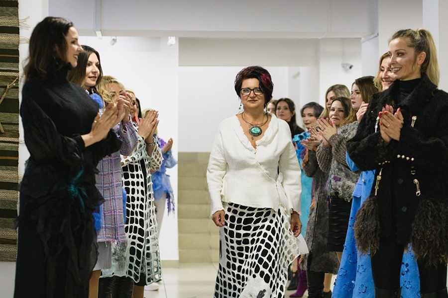 Как столичная мастерица зарабатывает на платьях, сделанных из войлока