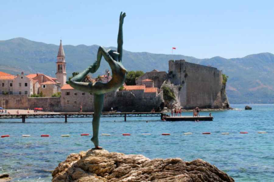 Как правильно отдыхать в Черногории? Введены временные карантинные меры