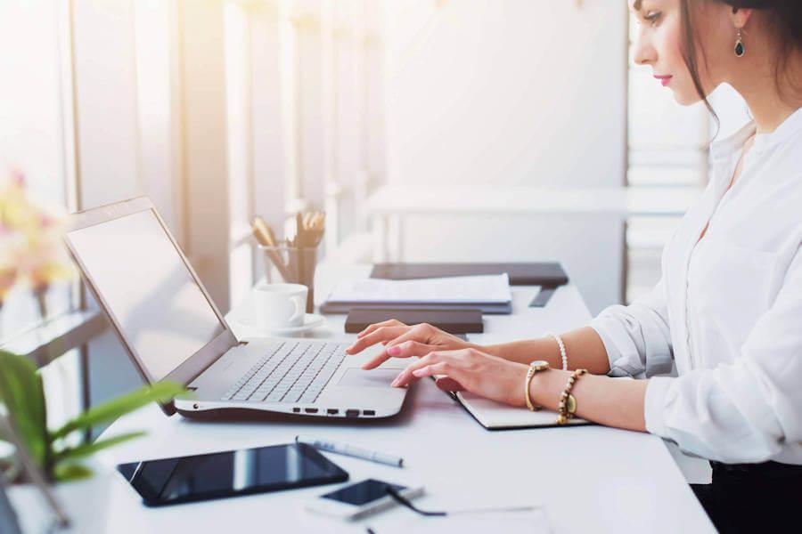 Эксперты прогнозируют падение спроса на офисных работников. Кто сможет сохранить работу и как найти новую