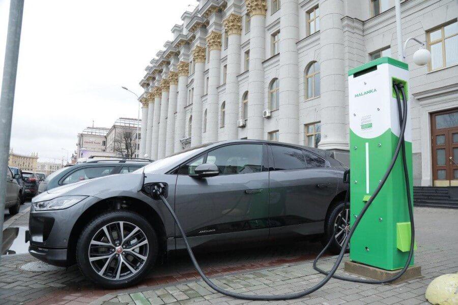 С 1 января зарядки для электромобилей в Беларуси станут платными