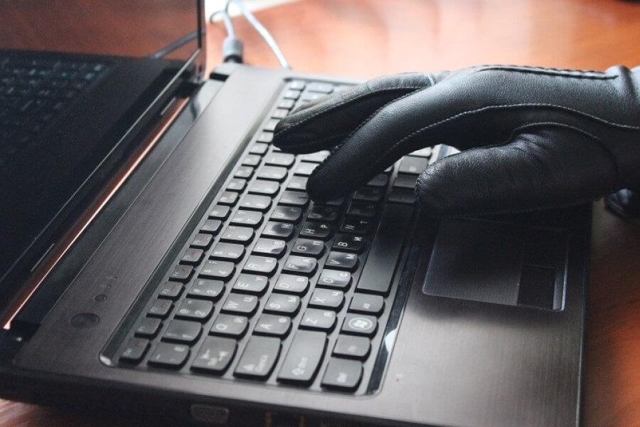 Интернет-мошенник под видом генерала выманил у белоруски 6500 тысяч долларов