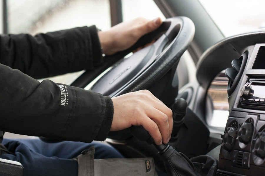 Как держать себя в форме в профессиях водитель, столяр, слесарь
