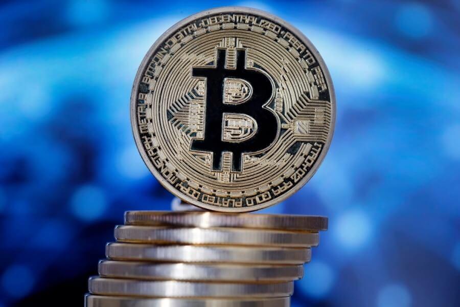Что думают про биткоин миллиардеры, политики, айтишники и звёзды